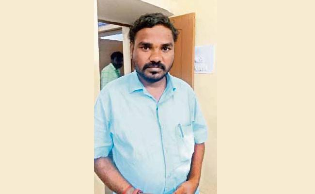 Kidnap Attempt on Hajipur Sarpanch in Yalal - Sakshi