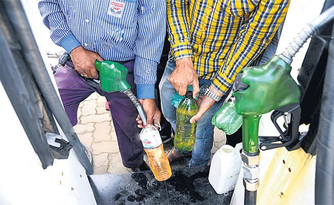 Cyberabad Police Focus on Petrol Bunk Filling in Bottles - Sakshi