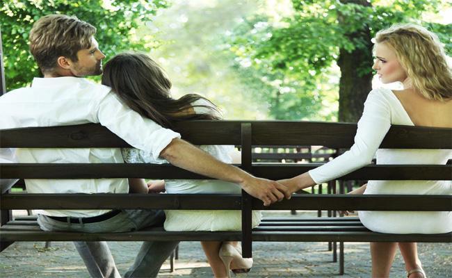 Sad Ending Akhila Reddy Telugu Love Story - Sakshi