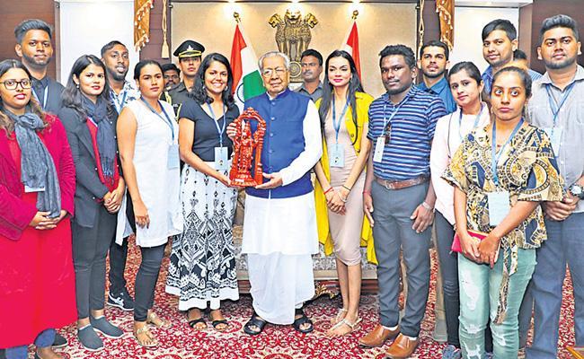 Youth Of Various Countries Of Indian Origin Meets Governor Vishwa Bhushan Harichandan - Sakshi