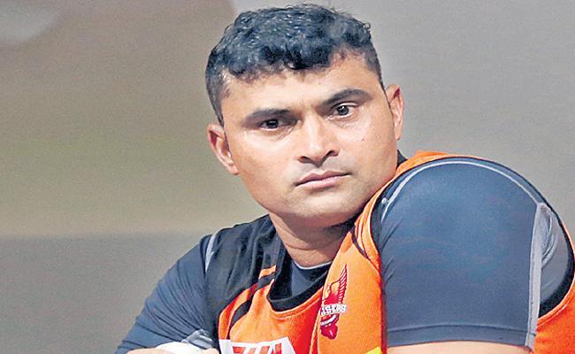 IPL 2020: Pravin Tambe Not Eligible To Play IPL League - Sakshi