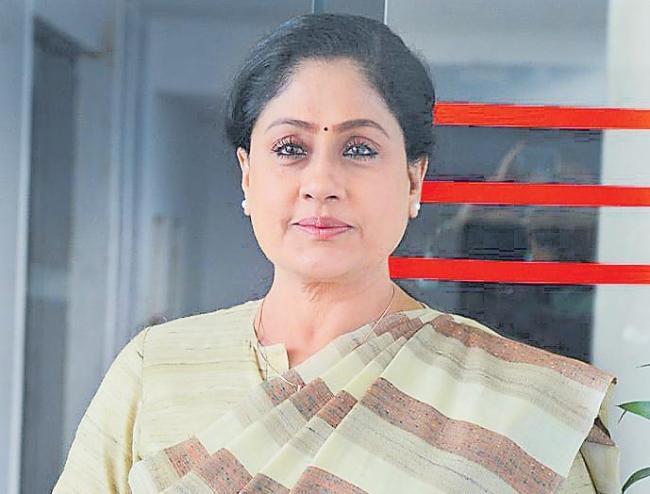 vijayashanthi interview about sarileru nikevvaru movie - Sakshi