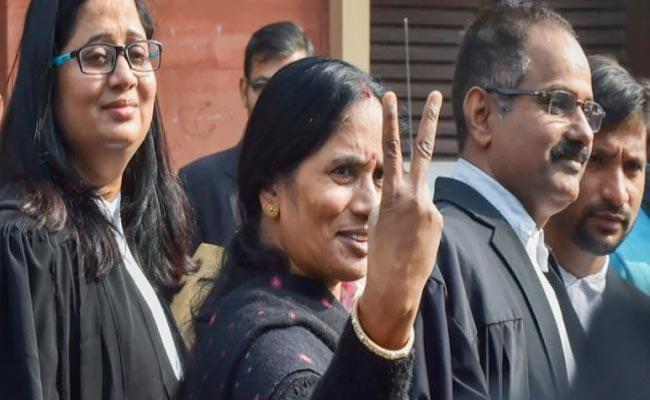Nirbhaya Mother Hopeful Convicts Curative Pleas  Will Be Rejected - Sakshi