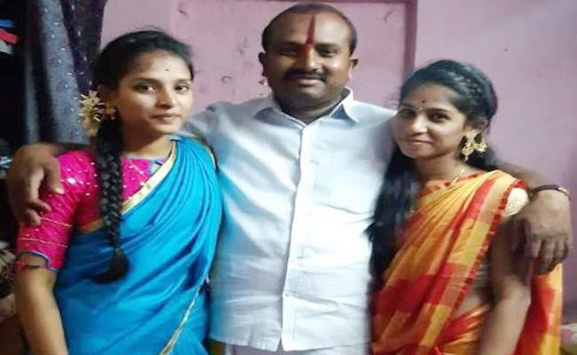 Handloom Worker Died in Road Accident Tamil nadu - Sakshi