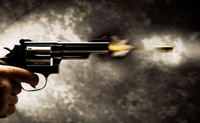 Tik Tok With PIstol Young Man Shoots Himself In Bareilly Uttar Pradesh - Sakshi