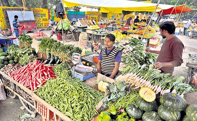 WPI inflation with Onion prices - Sakshi