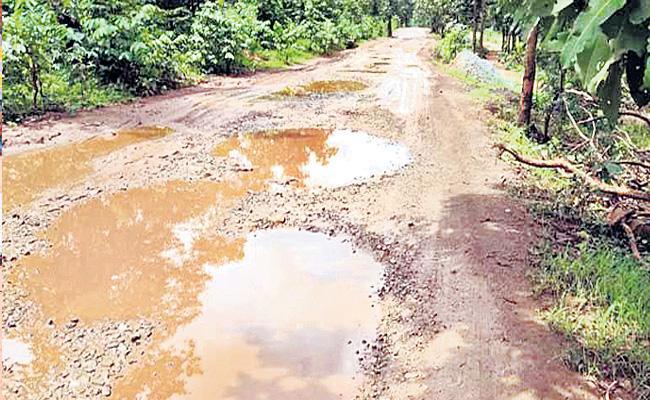 Students Skipped School To Construct Road At Aurangabad - Sakshi
