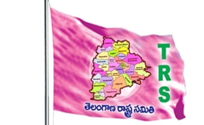 Ex Chairperson Has Not Given Ticket In Adilabad Muncipality - Sakshi