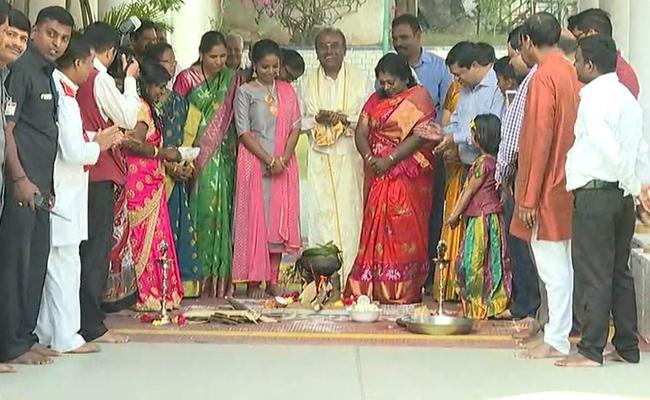 Telangana Governor Tamilisai Sankranthi Celebrations In Rajbhavan - Sakshi