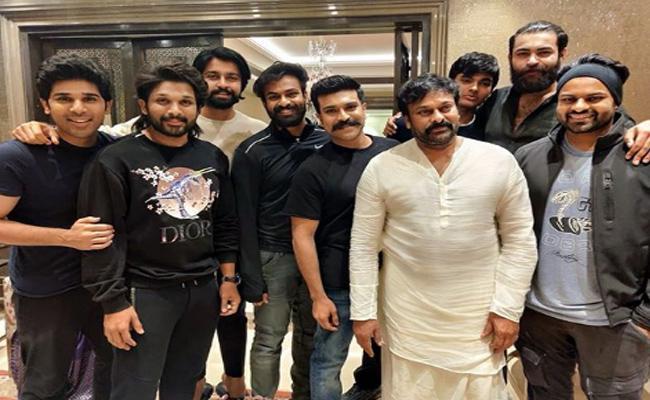 Ram Charan Tej Shares Mega Family Photo With Akira Nandhan - Sakshi