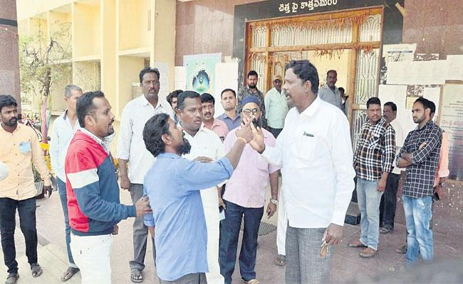 Municipal Election Beform Fight In Congress Party - Sakshi