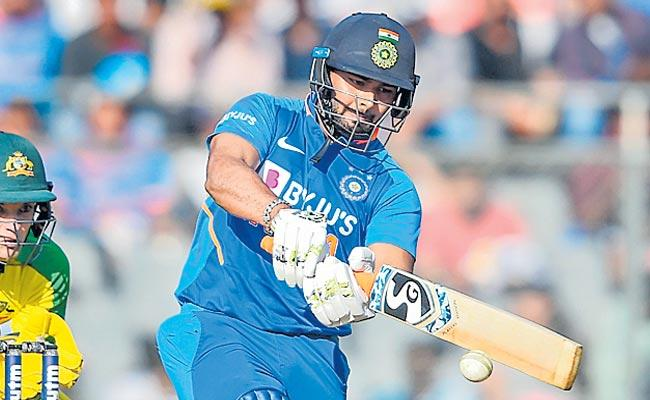 Australia Vs India 1st ODI Rishabh Pant On Concussion - Sakshi