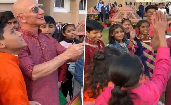 Amazon CEO Jeff Bezos Flies Kites With Street Children In Delhi - Sakshi