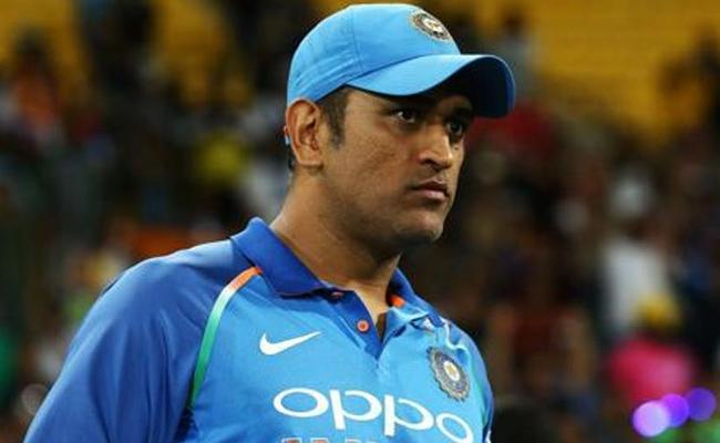 Twitter Erupts After BCCI Drops Dhoni From Central Contract - Sakshi