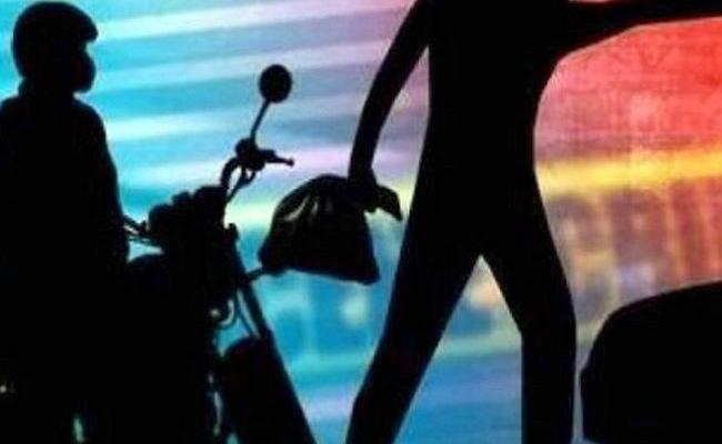 Shop Owners Bag Stolen By Thieves In Dichpally - Sakshi