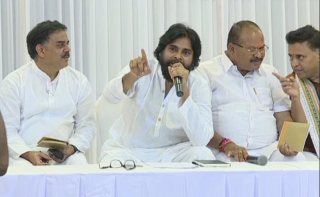 Janasena Chief Pawan Kalyan takes U-turn Over special status to AP - Sakshi