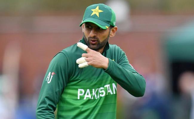 Shoaib Malik Return to Pakistan T20 Team Against Bangladesh Series - Sakshi