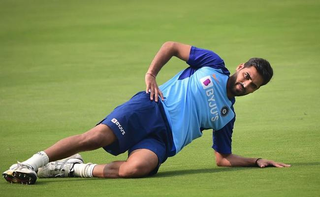 Indian Pacer Bhuvneshwar Kumar Undergoes Surgery In London - Sakshi