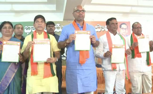 BJP Releases Party Manifesto For Nizamabad Corporation - Sakshi
