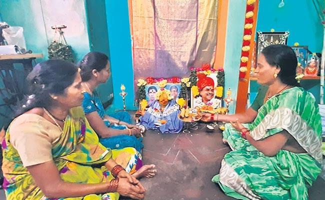 Chittoor District People Prayers To YSR Photo - Sakshi