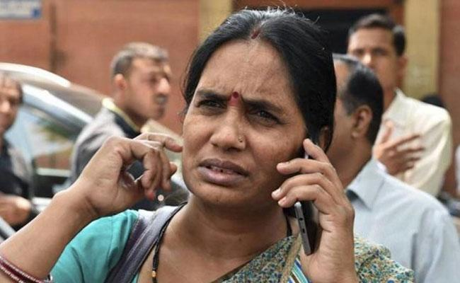 Not interested On Politics Says Nirbhaya Mother Ashadevi - Sakshi