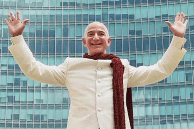 Jeff Bezos Promises Ten Lakh Jobs In India - Sakshi