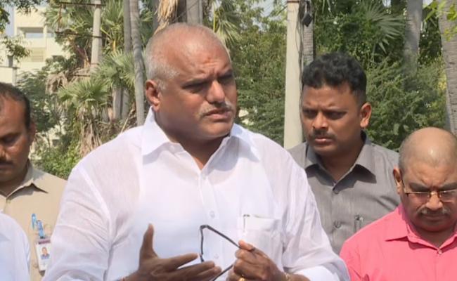 High Power Committee Meets YS Jagan - Sakshi