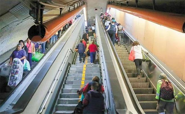 Mexico City Subways Says Escalator Breakdowns By Pee - Sakshi