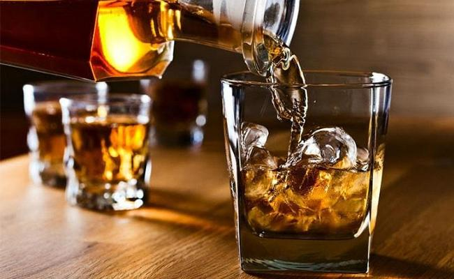 Alcohol Sales Reduced In West Godavari - Sakshi