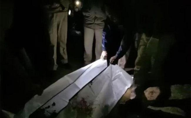 Woman Burnt Body Tied To Charpoy In Nango Orchard In Uttar Predesh - Sakshi