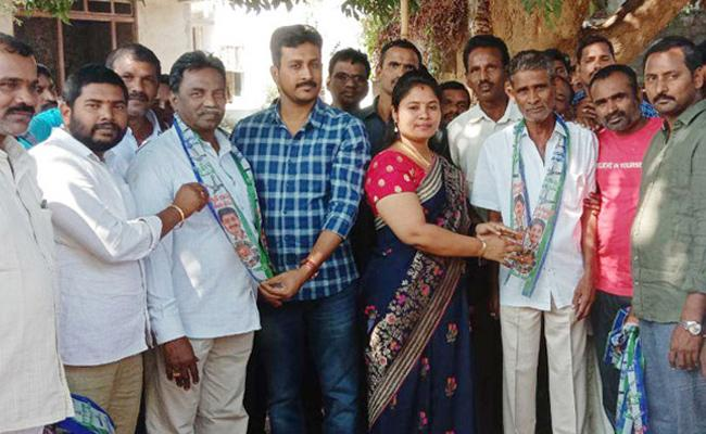 Other Parties Leaders Join YSRCP In Vizianagaram District - Sakshi