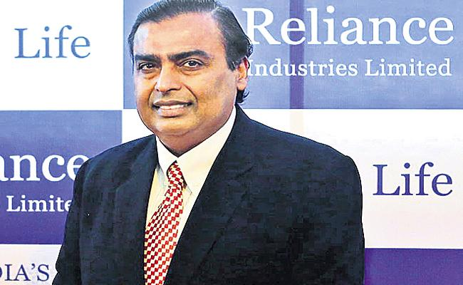 Reliance recorded a net profit of Rs 11640 crore - Sakshi