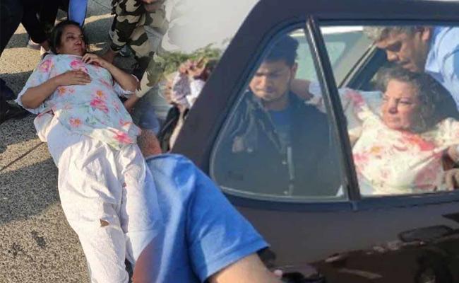 FIR lodged against Shabana Azmi Car Driver  - Sakshi