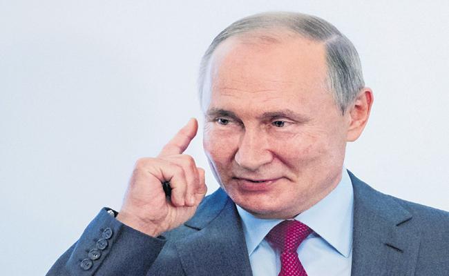 Russian oppositions criticizing Putin - Sakshi