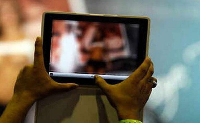 People Of Kashmir Used Internet To Watch Dirty Film VK Saraswat - Sakshi