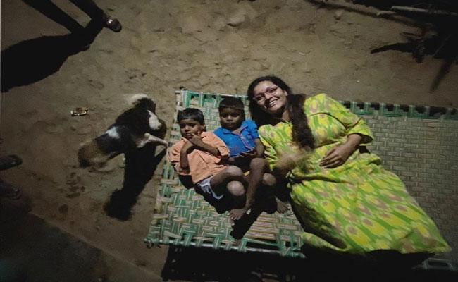 Renu Desai  Shared Chilling With Village Boys Photos In Instagram - Sakshi