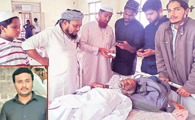 Son leaves his Aged father on Hospital In Hindupuram - Sakshi