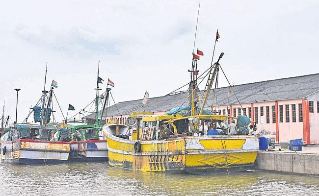 AP Government Focus On Development Of Bandar Fishing Harbor - Sakshi
