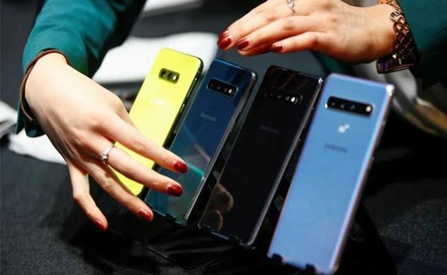 Galaxy S20 Samsung  next flagship smartphone Report  - Sakshi