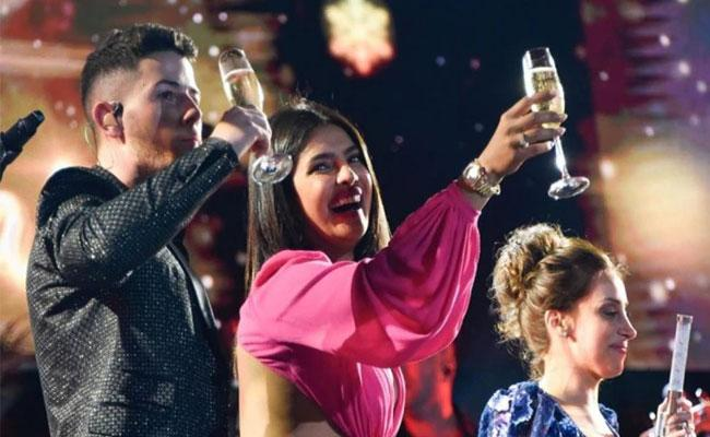 Priyanka Chopra Nick Jonas New Year Party Video Viral - Sakshi