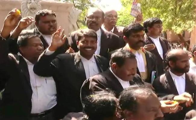 Advocates And Kurnool People Praises CM YS Jagan Mohan Reddy  - Sakshi