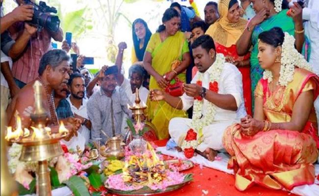 Kerala Mosque Hosts A Hindu Wedding At Cheravally - Sakshi