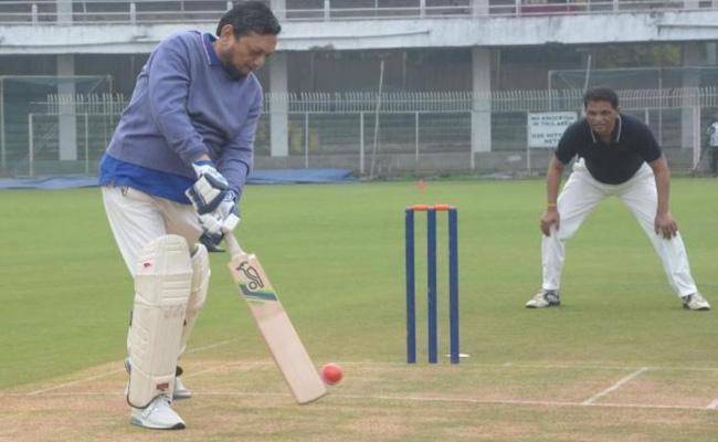 Supreme Court CJI Bobde Enjoys Cricket Game in Nagpur - Sakshi