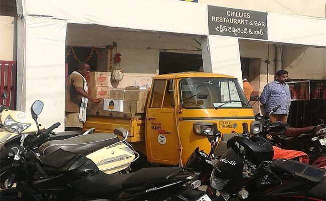 Liquor mafia in Vijayawada - Sakshi
