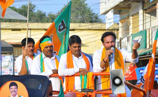 Kishan Reddy Fires on Asaduddin Owisi And TRS Party - Sakshi