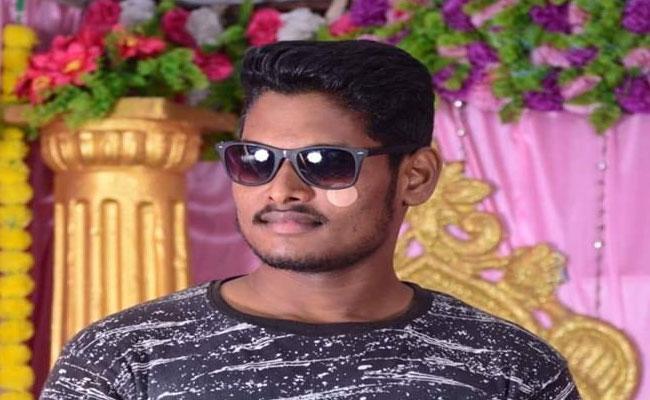 Young Man Suicide With Love Affair In Srungavarapu kota - Sakshi