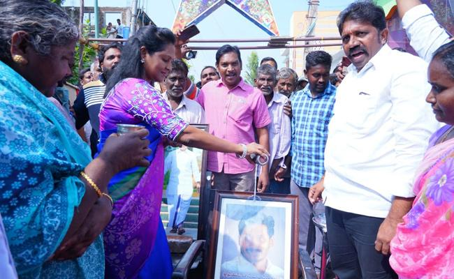 AP People Happy On Three Capital Bill Passed In Assembly - Sakshi