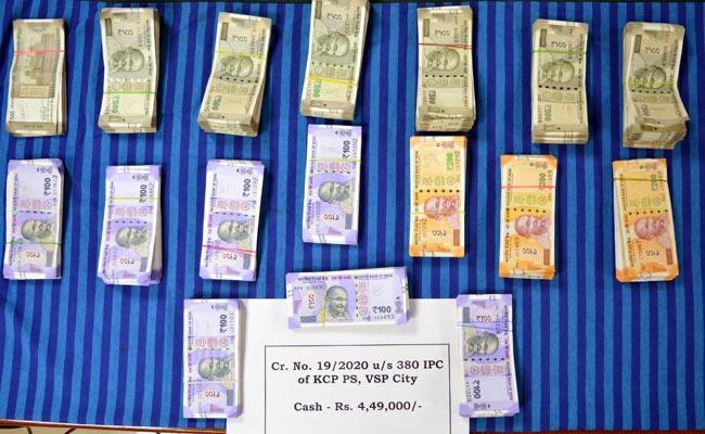 Car Driver Arrested In Robbery Case - Sakshi