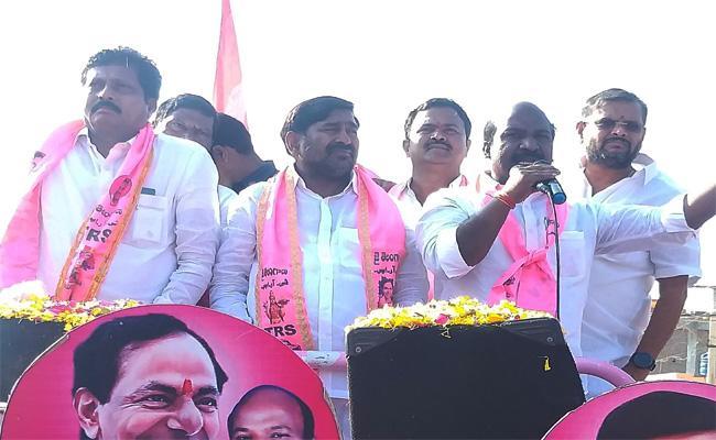 TRS Leaders Campaign in Nalgonda Municipal Elections - Sakshi