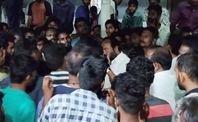 TRS Candidate Resigns in Chennur Mancherial - Sakshi